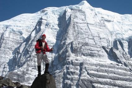 Waldemar Niclevicz a caminho do Annapurna, Nepal. Foto de Carlos Martinez.